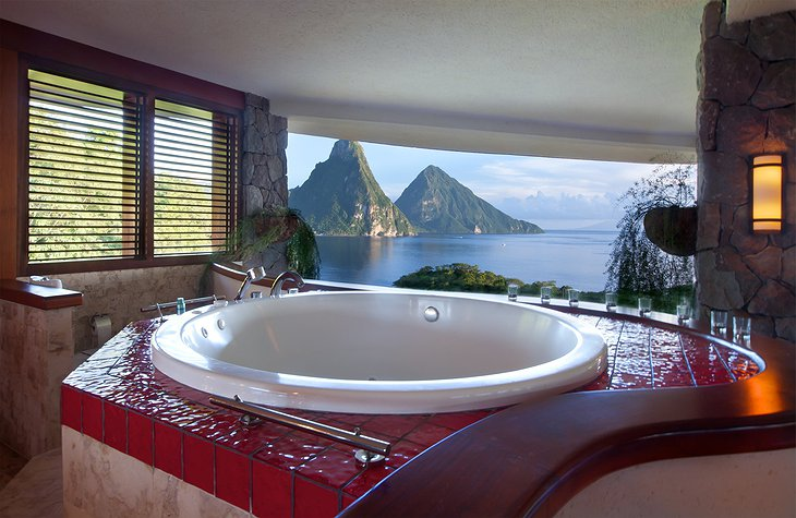 Jade Mountain Resort jacuzzi