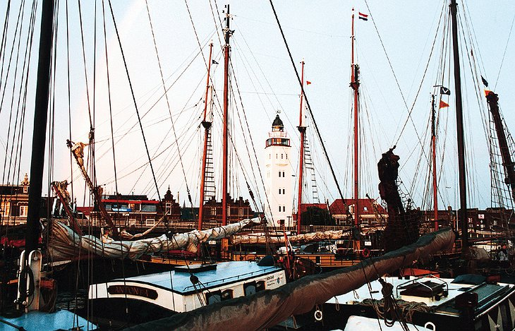 Boats docked and the Harlingen Lighthouse in the background