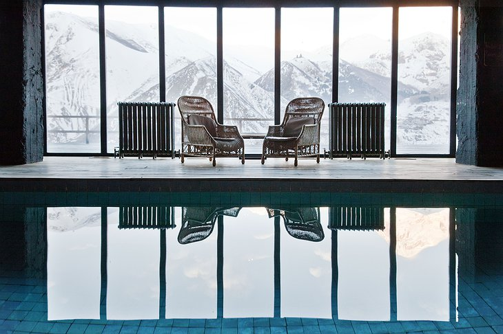 Rooms Hotel Kazbegi Pool with Mountain View