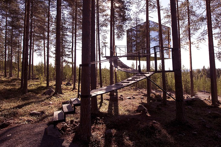The Mirrorcube tree house