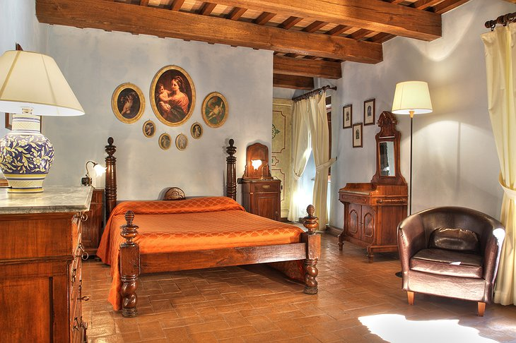Castello di Petroia bedroom