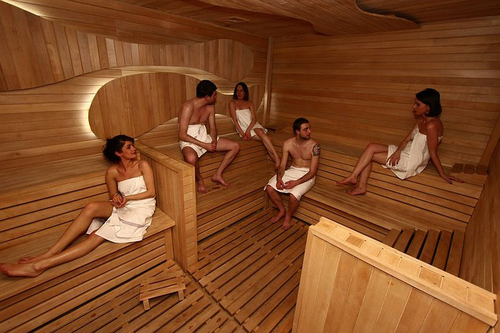 Hotel Gino Wellness Rabath sauna with people