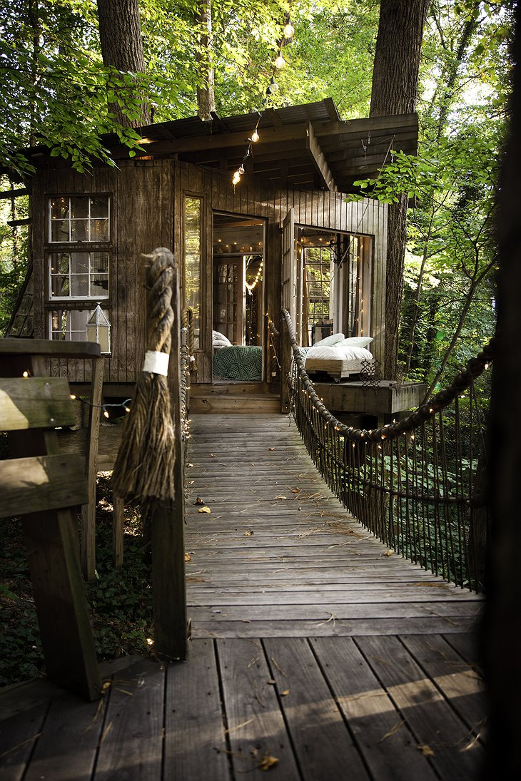 Secluded Intown Treehouse rope-bridge to the bedroom