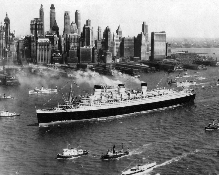 Queen Mary Luxury liner historical photo in New York