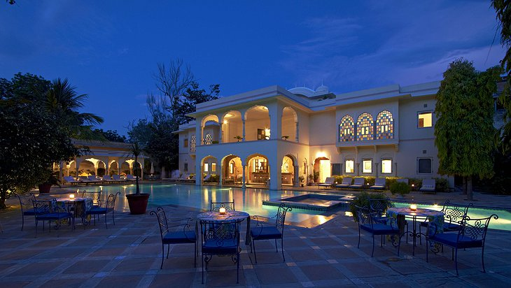 Samode Haveli mansion with the pool at night