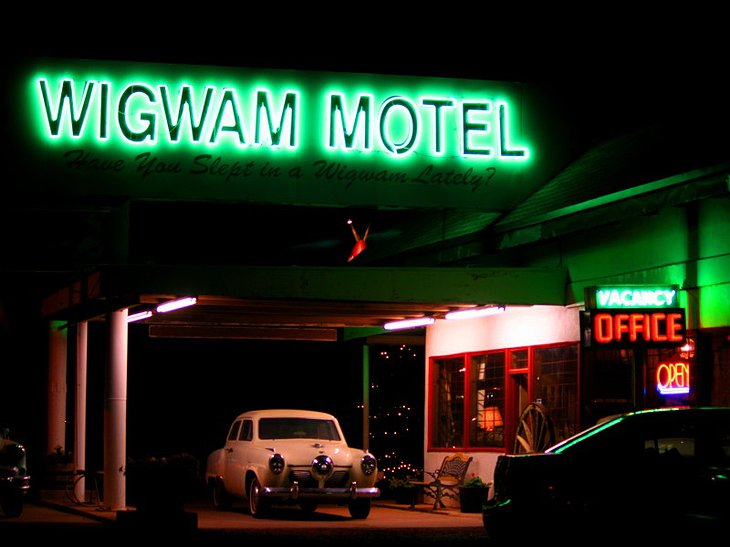Wigwam Motel sign at night