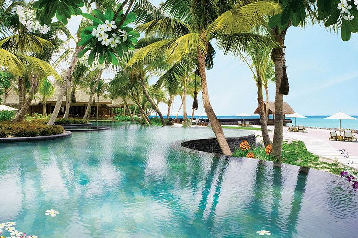 Reethi Rah main pool