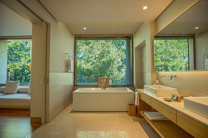 Vana Retreat Forest Suite Bathroom