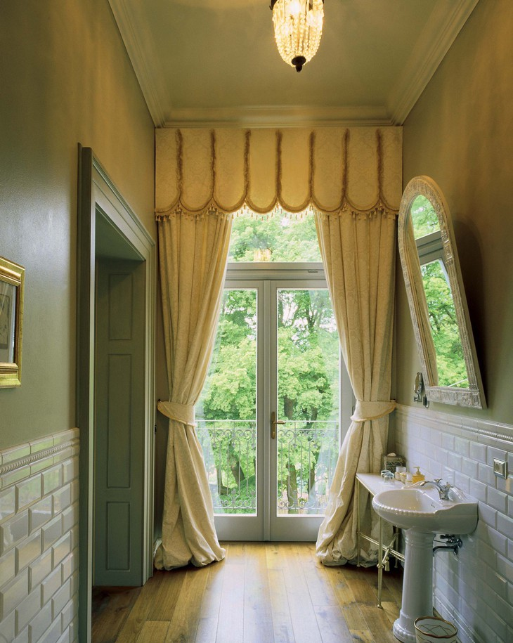 Chateau Mcely Legend Bathroom