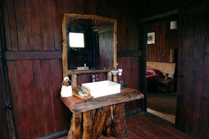 tree house hideaway bathroom