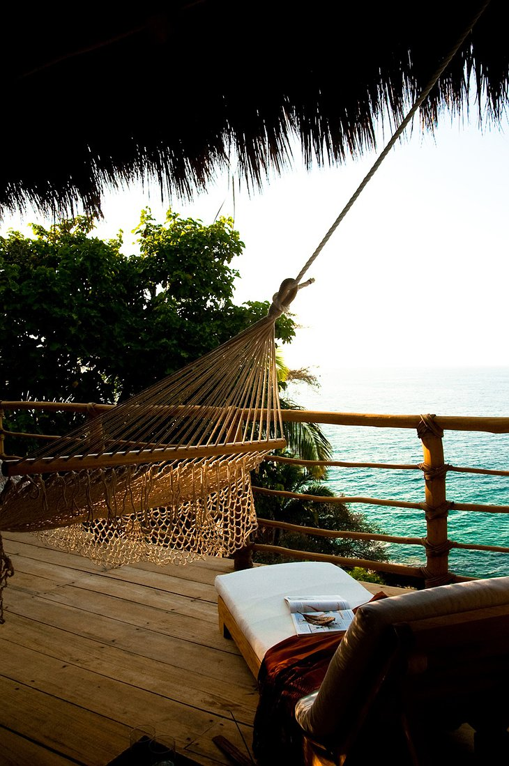 Xinalani Retreat hammock with view on the sea