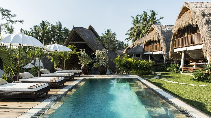 Glamping Sandat swimming pool