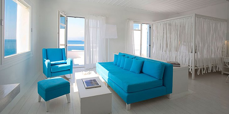 Cavo Tagoo white room with blue furniture