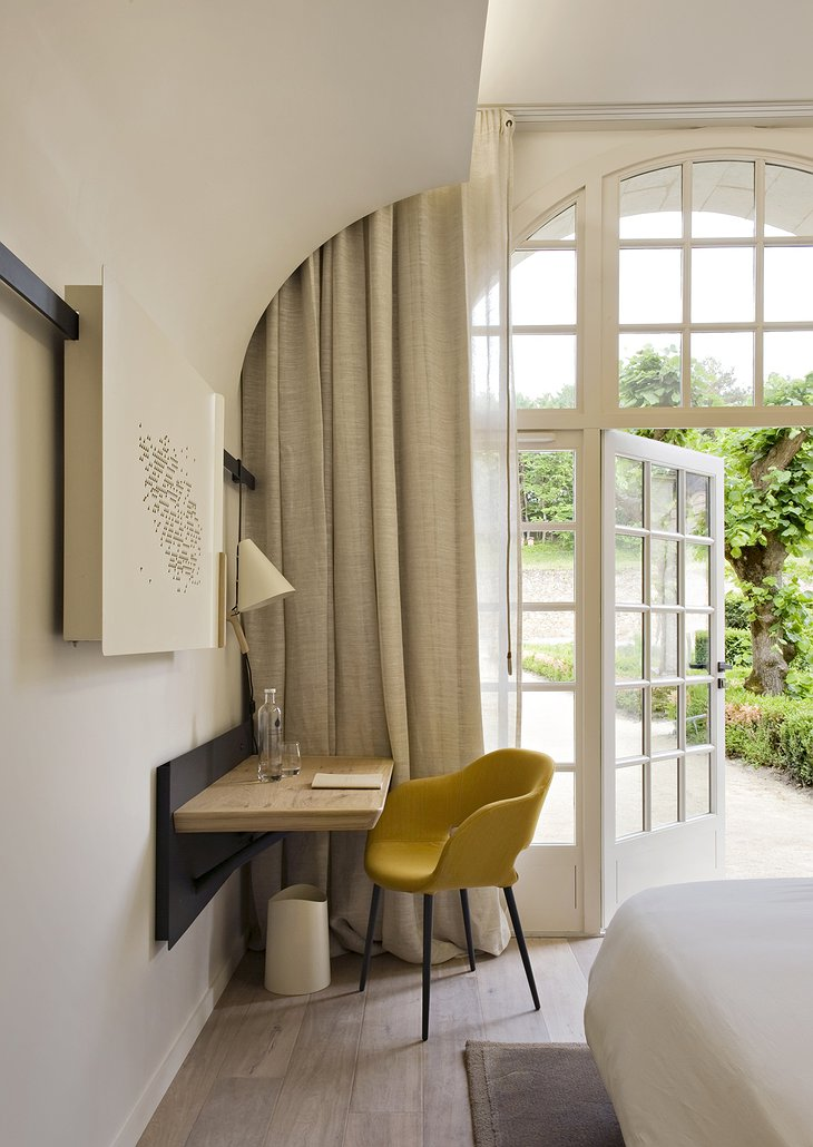 Fontevraud Hotel bedroom with view on the garden