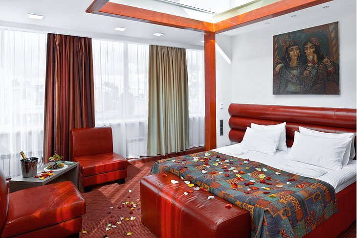 Red Stars Hotel honeymoon suite