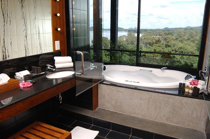Heritance Kandalama Hotel bathroom with nature view
