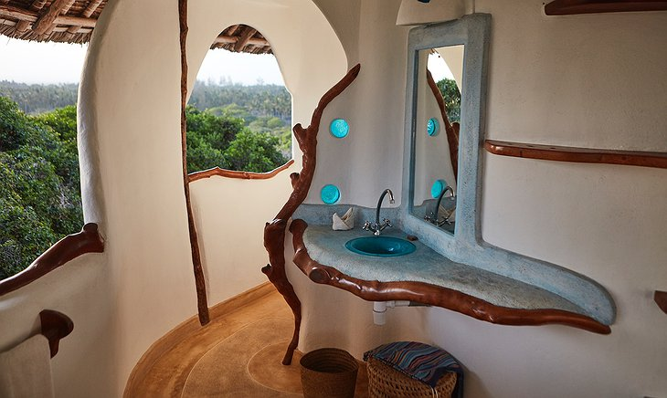 Watamu Treehouse bathroom with nature view