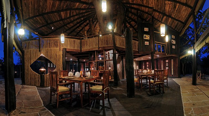 Tree House Hideaway dining place