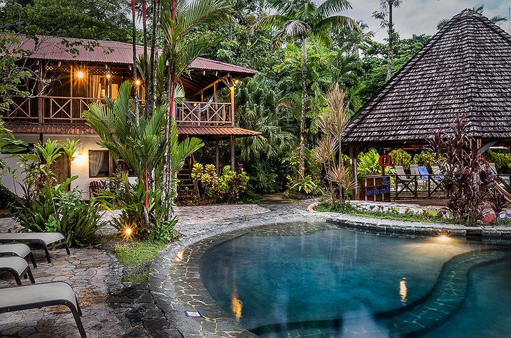 Tortuga Lodge with pool