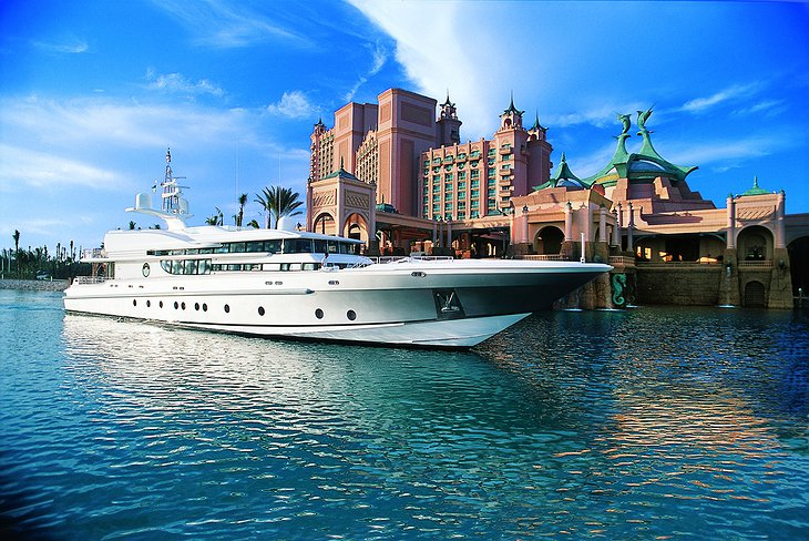 Superyacht at the Hotel Atlantis Paradise Island