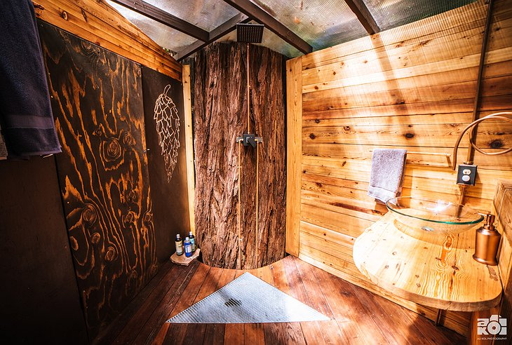 O2 Treehouse Pinecone Bathroom