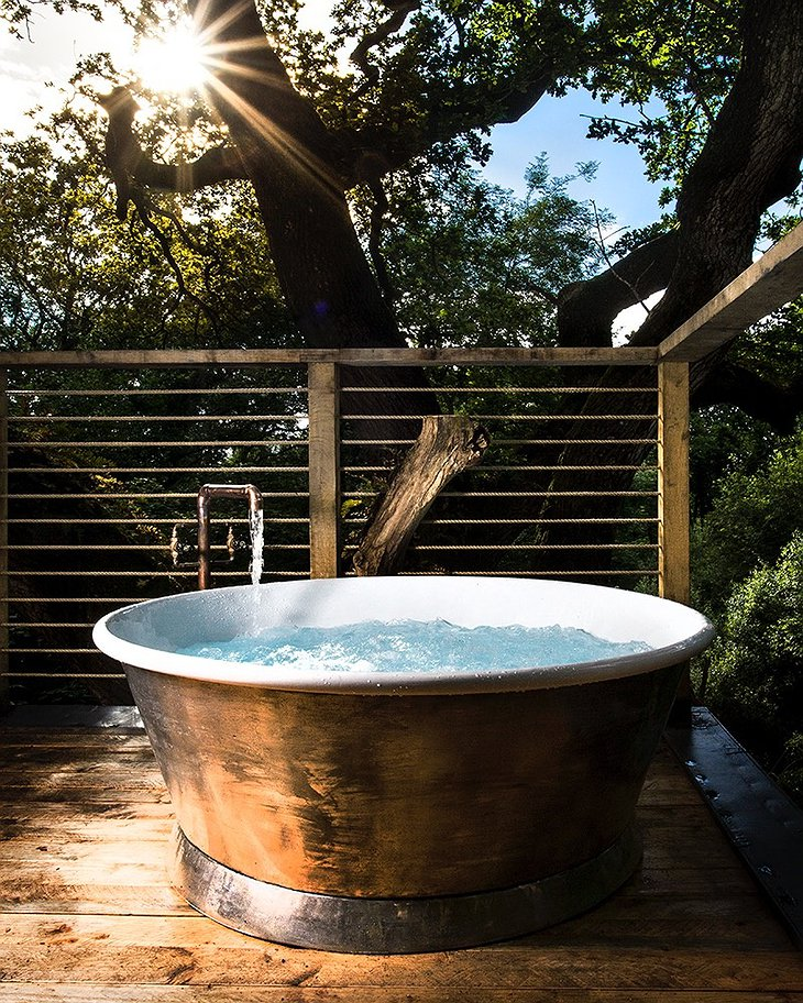 The Woodman's Treehouse Outdoor Bathtub