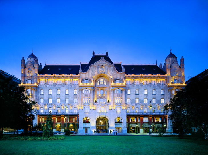 Four Seasons Hotel Gresham Palace at night with the lights on