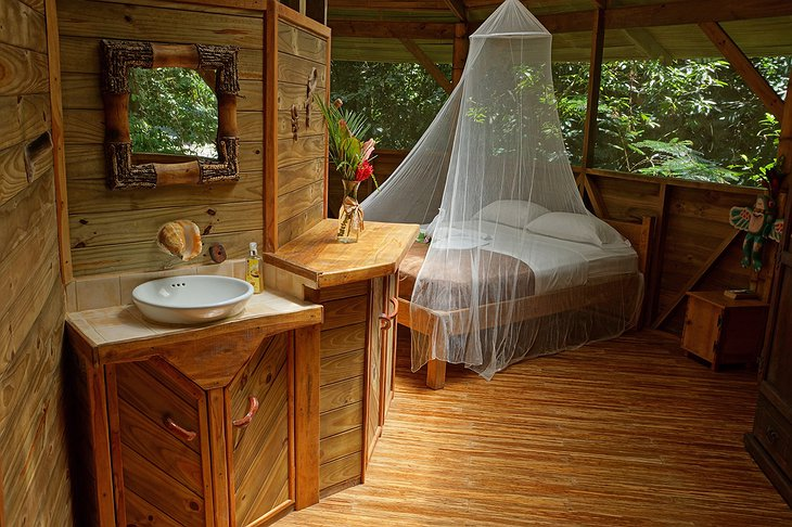 El Castillo treehouse bedroom