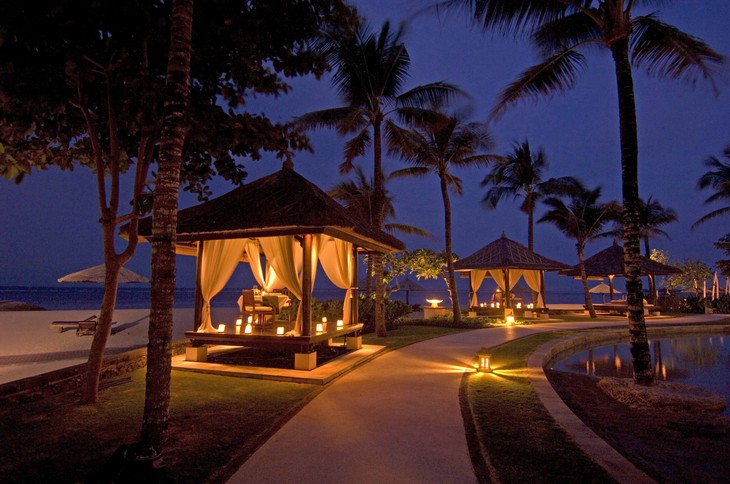 Conrad Bali romantic dinner