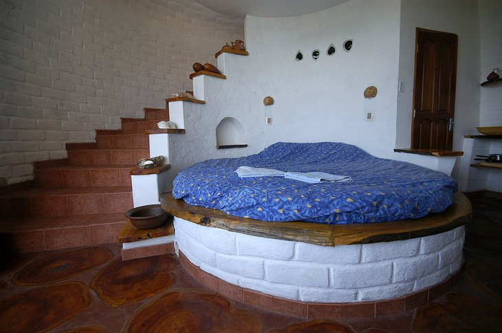 Hostal Las Olas Turtle House Rounded Bed