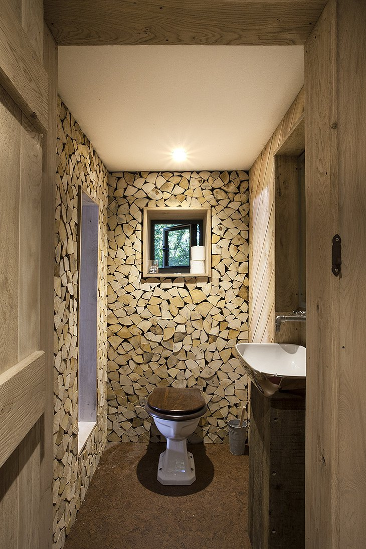 The Woodman's Treehouse toilet
