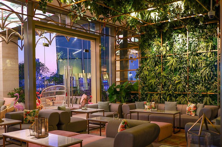 InterContinental Dubai Festival City green lounge