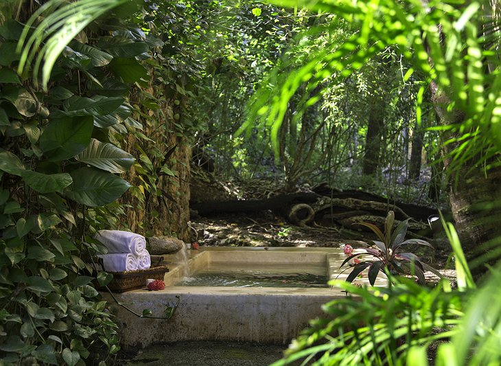 Hacienda Uayamon spa pool in the nature