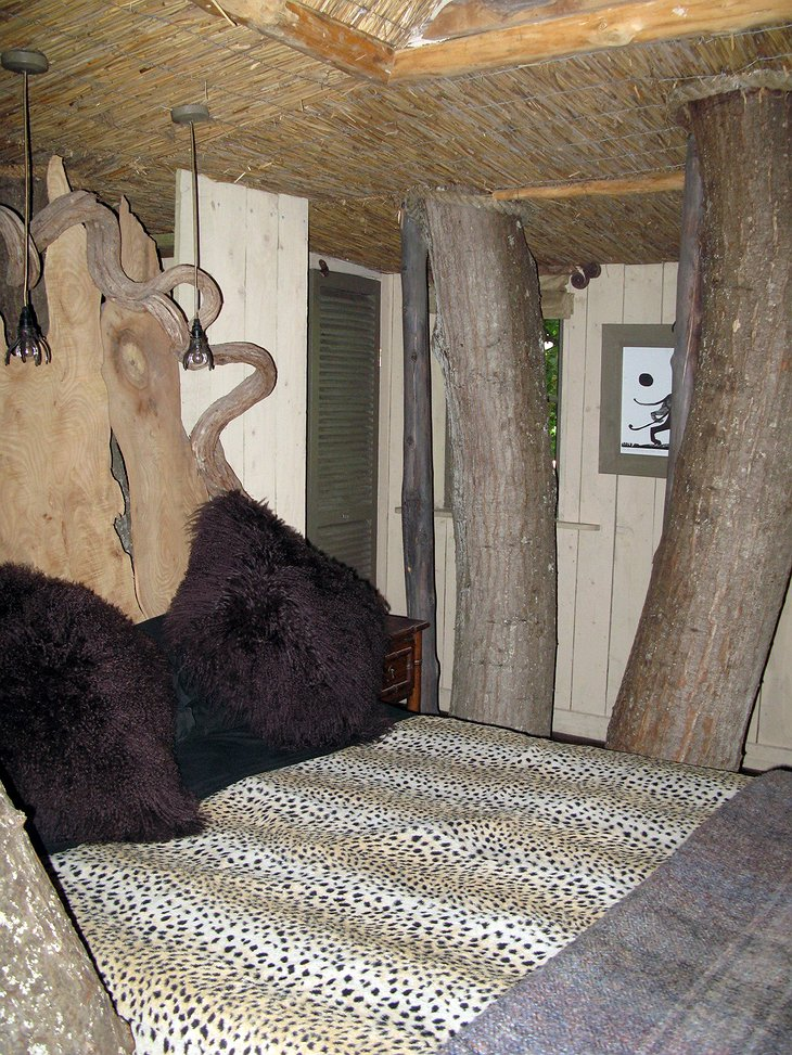Castle Cottage Treehouse bedroom