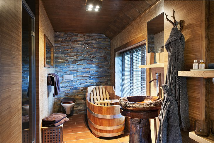 Aspen Suite bathroom