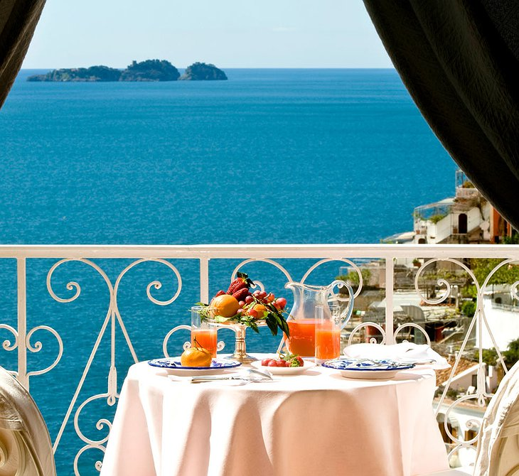 Dining on the terrace at Le Sirenuse Hotel