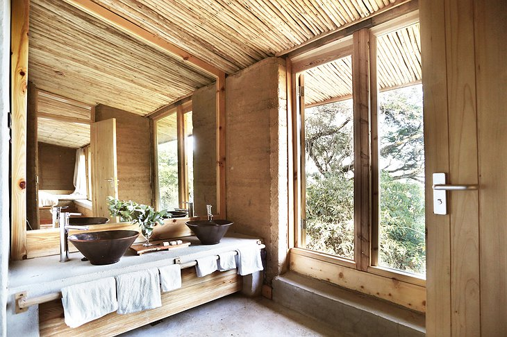 Limalimo Lodge bathroom