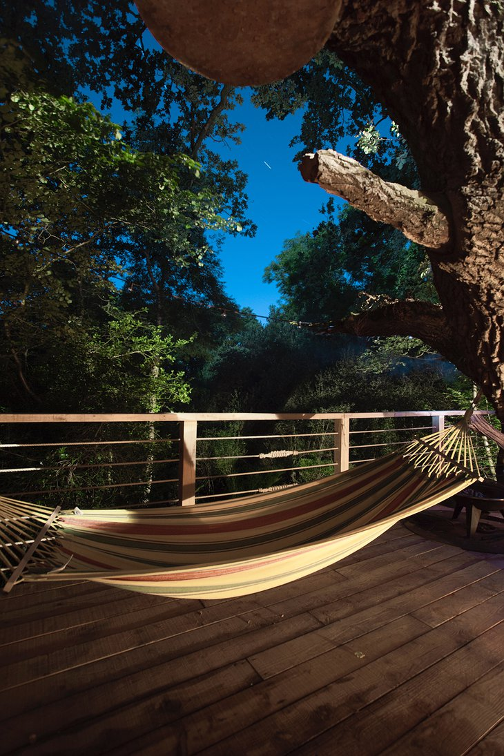 The Woodman's Treehouse Hammock with Forest Panorama