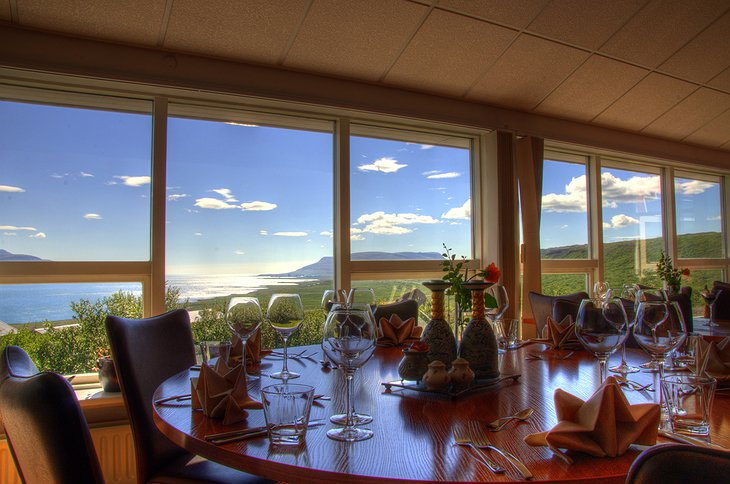 Hotel Glymur dining with view on nature