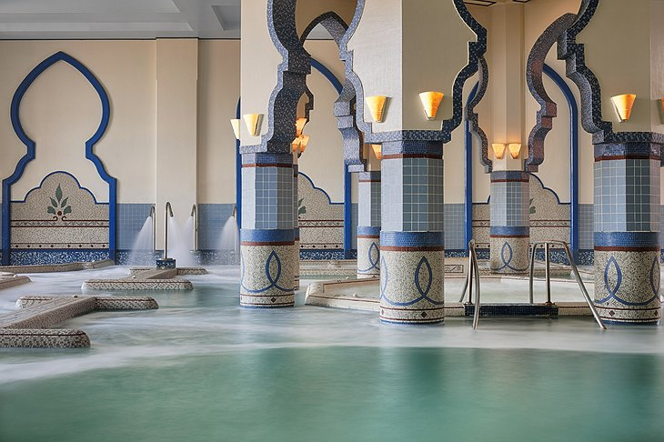 The Cascades spa aquatonic pool