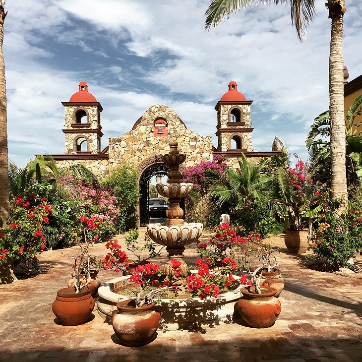 Hacienda Cerritos main entrance