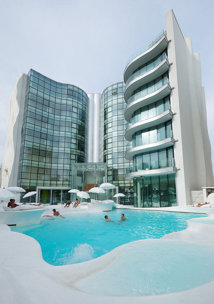i-Suite Hotel Rimini outdoor pool