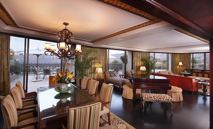 African suite dining room