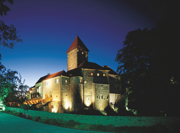 Hotel Burg Wernberg at night