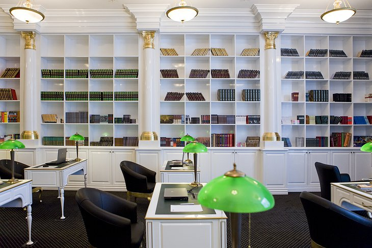 Radisson Royal Moscow library
