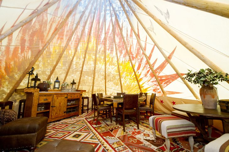 Mustang Monument Resort tipi interior