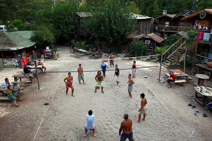 Kadir's Top Tree Houses Volleyball