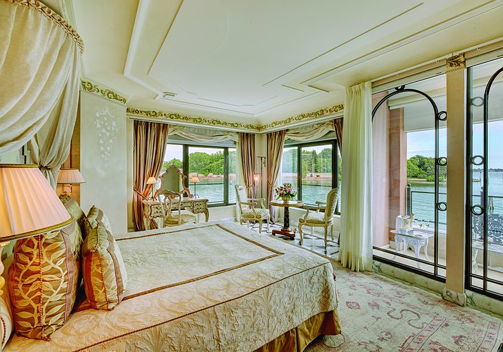 Belmond Hotel Cipriani suite with balcony