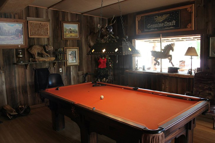 Genuine Draft Horse Ranch salon pool table