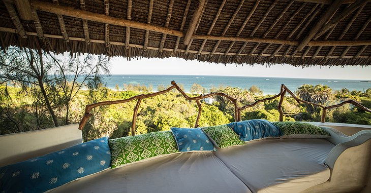 Watamu Treehouse rooftop chill with beach and nature panorama
